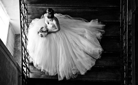 Braut auf den Treppen in Schloss Ludwigsburg